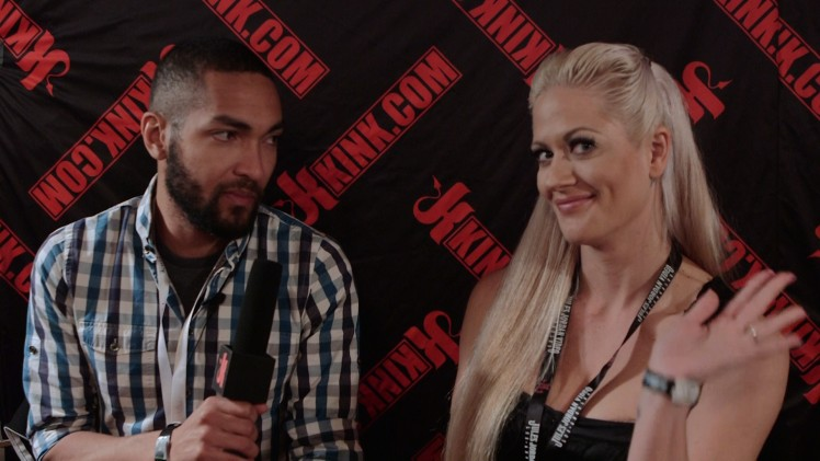 Quickie: AVN 2015- Holly Heart